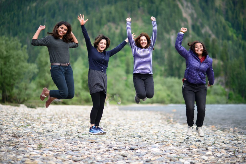 Female tourists in Kashmir