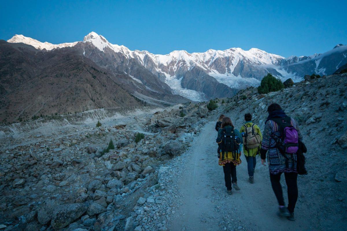 Female tourists trekking in Gilgit Baltistan2